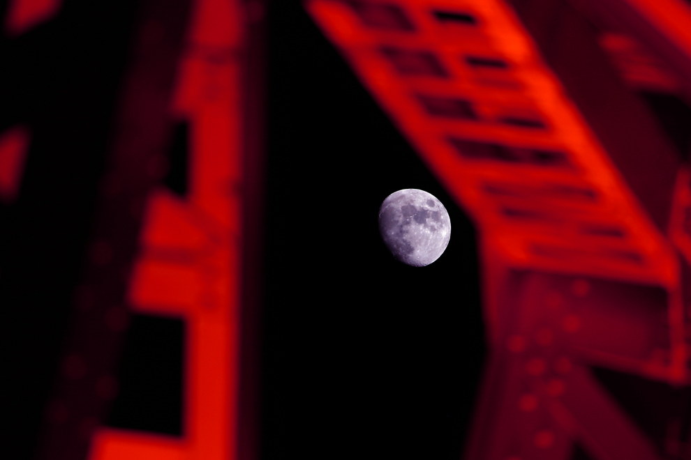 red frame moon reflex